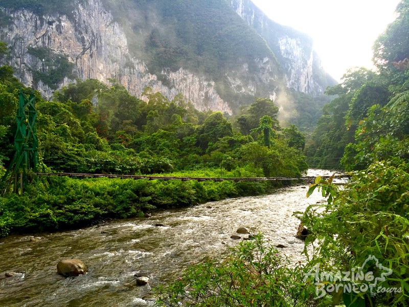 4D3N Mulu Pinnacles & Show Caves - Amazing Borneo Tours